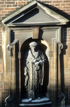 Photo of Dokett statue