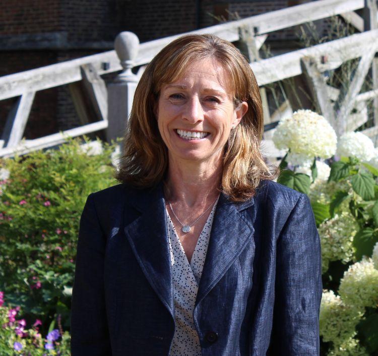 Lisa Jane Jinks - Alumni Relations