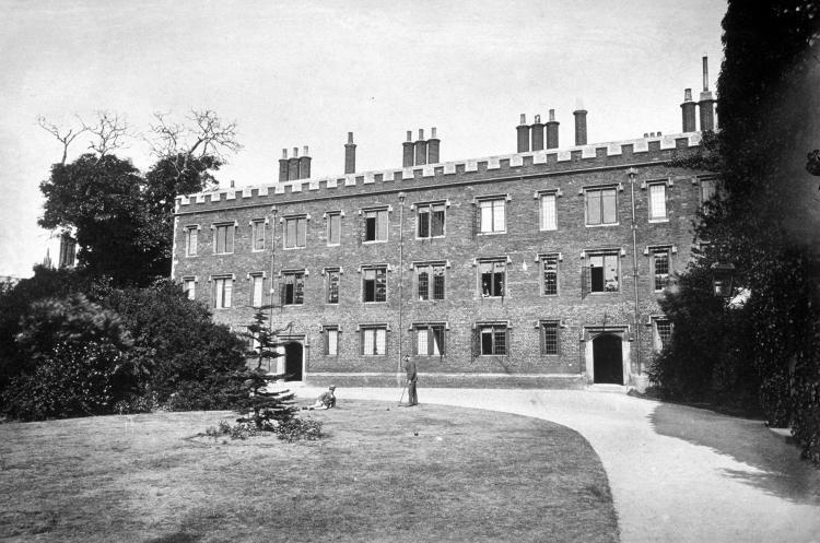Walnut-Tree Building - photo before 1888