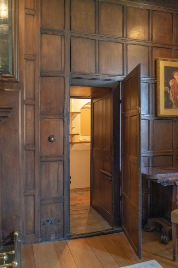 Photo of entry to garderobe